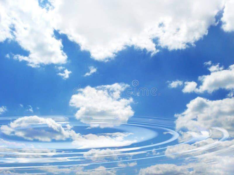 Blauwe bewolkte hemel en bezinning royalty-vrije stock afbeelding