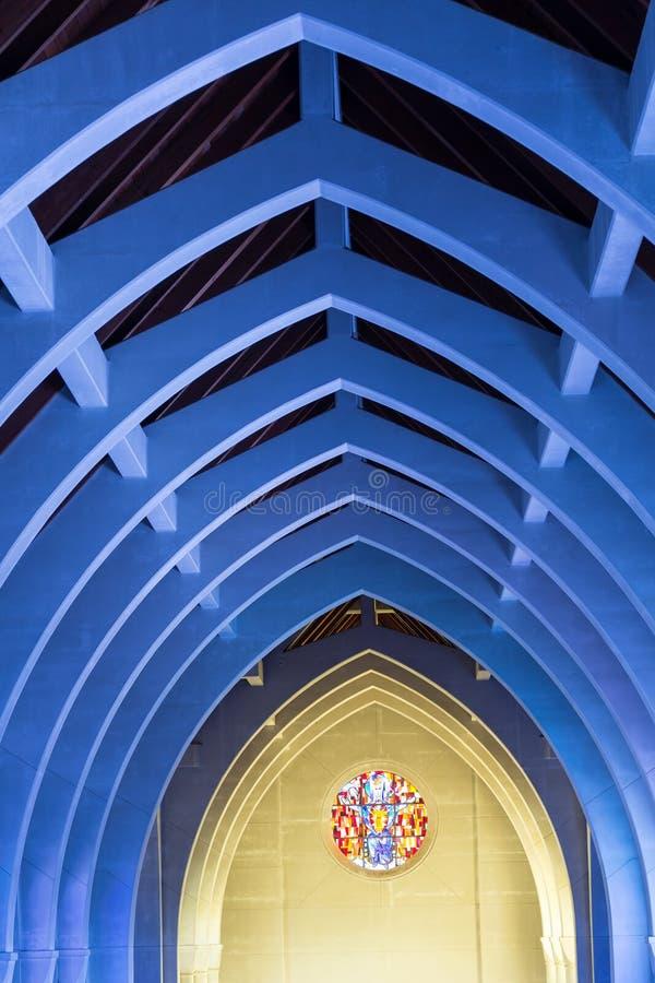 Blauwe Bogen en Rond Gebrandschilderd glas stock foto