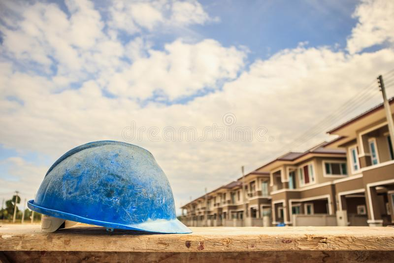 Blauwe bouwvakker op bouwconstructieplaats royalty-vrije stock foto