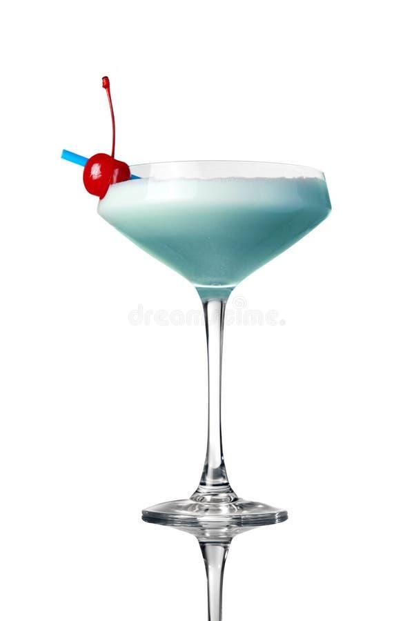 Blauwe cocktail die op wit wordt geïsoleerde stock fotografie