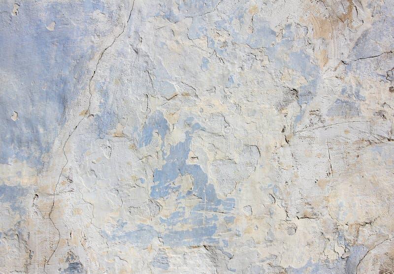 Blauwe concrete muur met een barst op de linkerkant, textuur stock foto's
