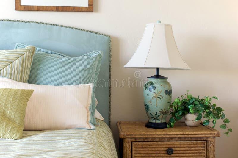 Blauwe corduroy slaapkamer stock foto