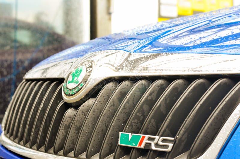 blauwe de auto buble grote rs van skodaoctavia rs stock fotografie