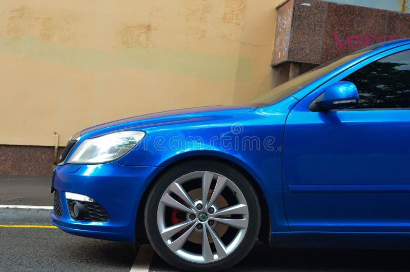 blauwe de auto buble linkerzijde van skodaoctavia rs royalty-vrije stock afbeelding