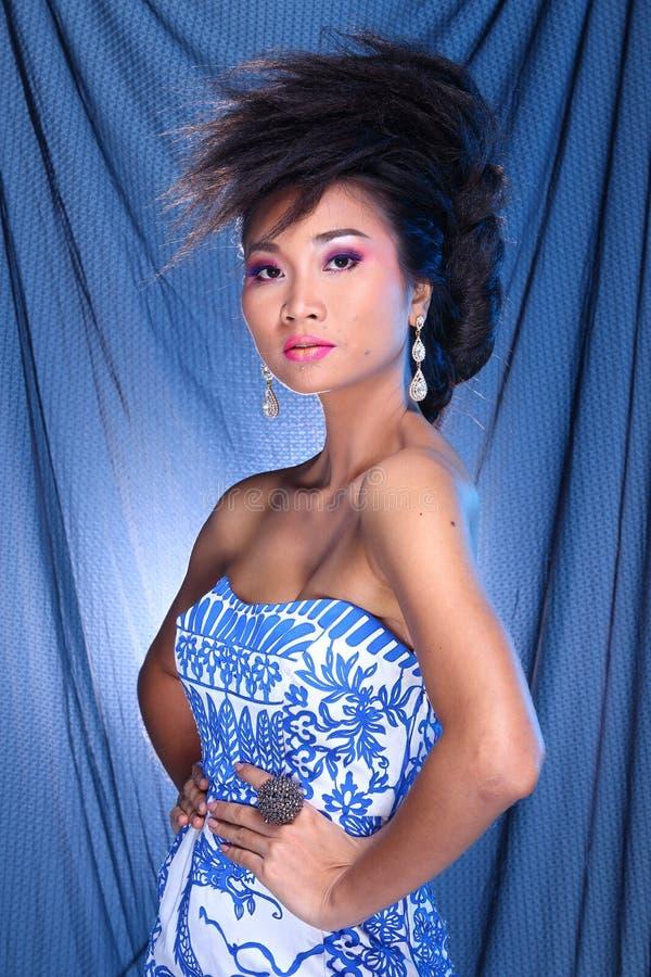 Blauwe de Balkleding van de Avondtoga in Aziatische mooie vrouw met fashi royalty-vrije stock foto's