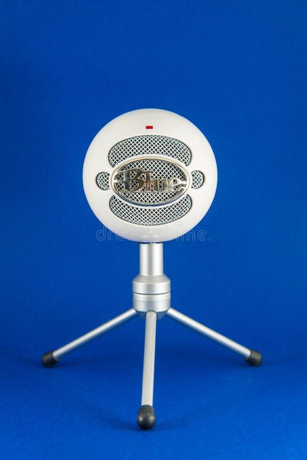 Blauwe de Condensatormicrofoon van Sneeuwbalpodcast royalty-vrije stock foto