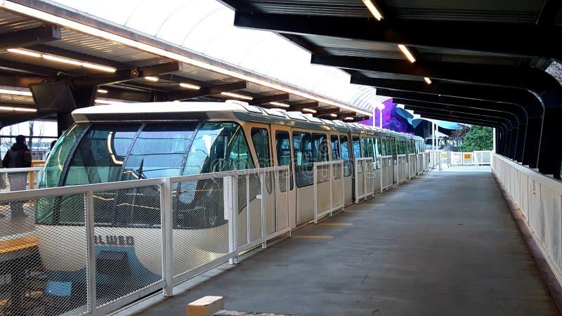 Blauwe de Monorailtrein van Seattle bij post royalty-vrije stock fotografie