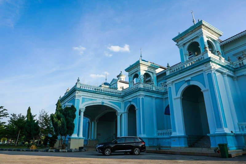 Blauwe die moskee van Sultan Ismail Mosque in Muar, Johor, Maleisië wordt gevestigd De architectuur is zwaar invloeden van Westel stock foto