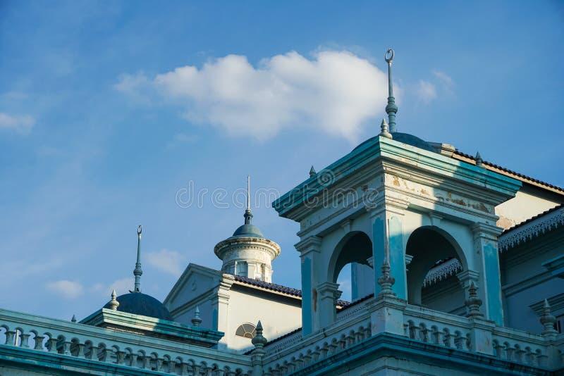 Blauwe die moskee van Sultan Ismail Mosque in Muar, Johor, Maleisië wordt gevestigd De architectuur is zwaar invloeden van Westel stock fotografie