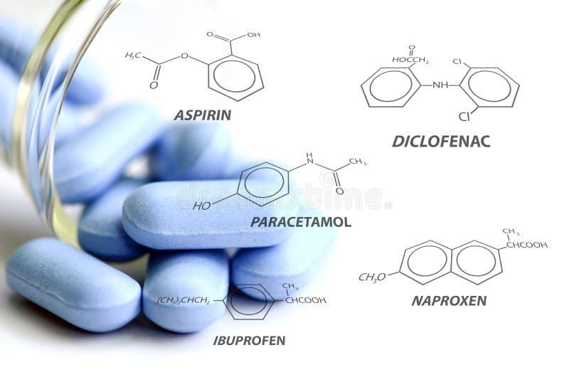 Blauwe dragees en één of andere pijnstillende chemische structuur royalty-vrije stock afbeelding