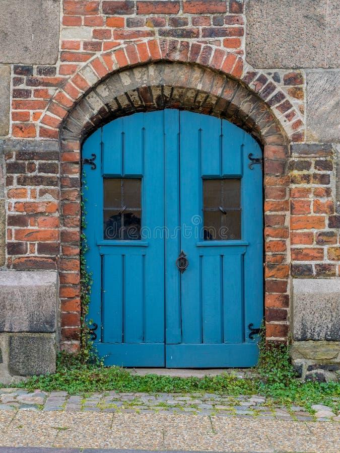 Blauwe Dubbele Deur in Denemarken royalty-vrije stock fotografie