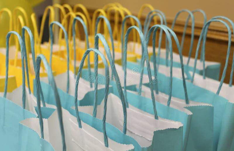 Blauwe en gele zakken royalty-vrije stock foto's