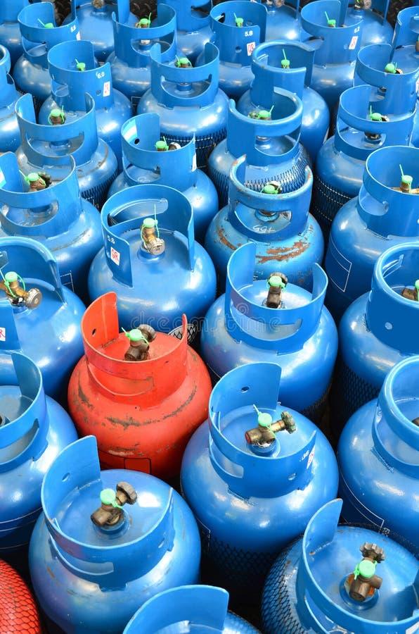 Blauwe en oranje LPG-tank stock afbeelding