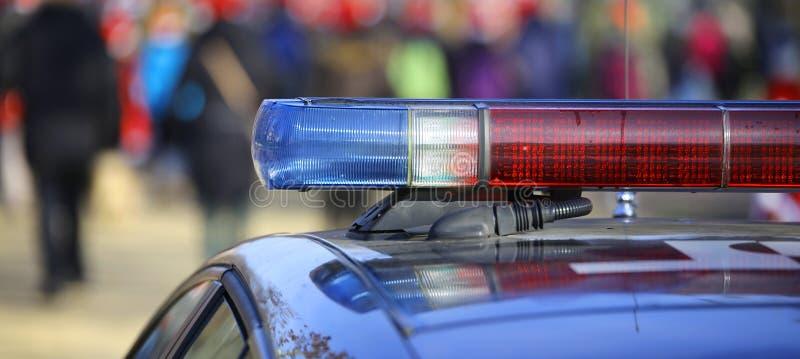 Blauwe en rode sirenes van de politiewagen stock afbeeldingen