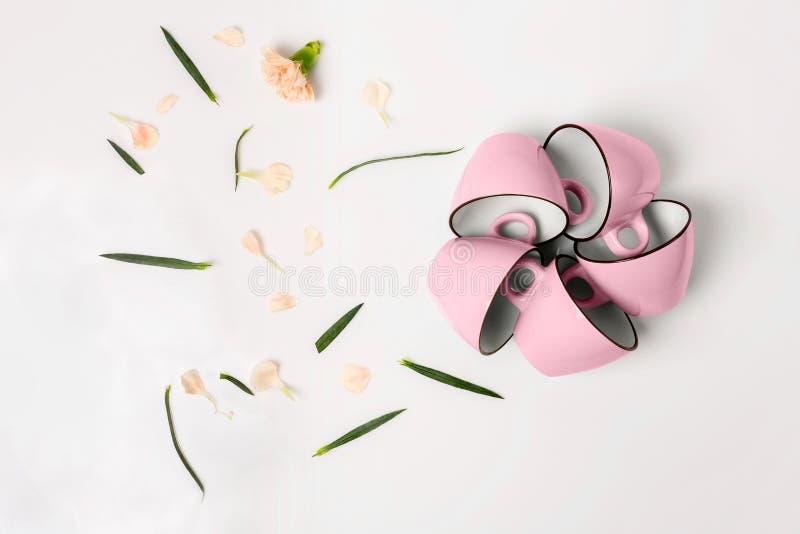 Download Blauwe En Roze Koppen Op Witte Achtergrond Stock Foto - Afbeelding bestaande uit samenvatting, liefde: 114225470