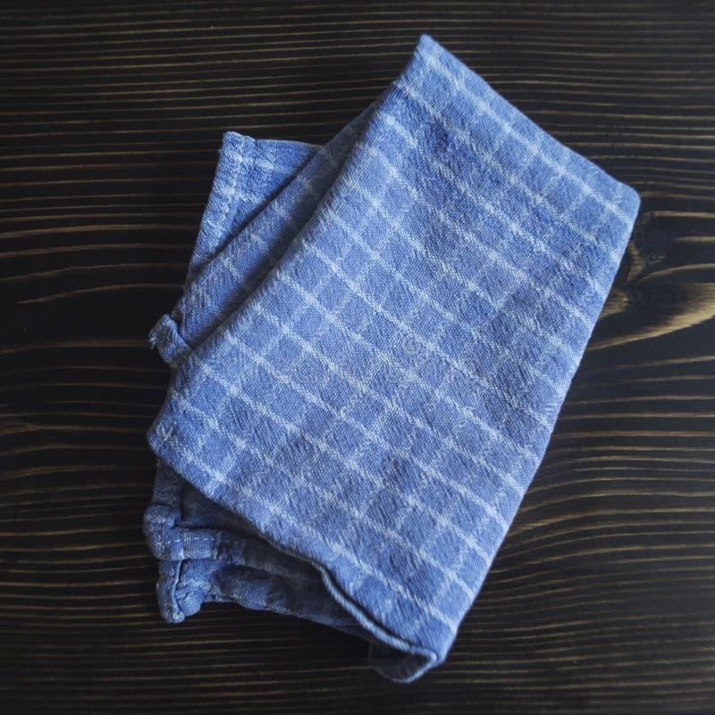 Blauwe en Witte Gecontroleerde Handdoek stock afbeelding