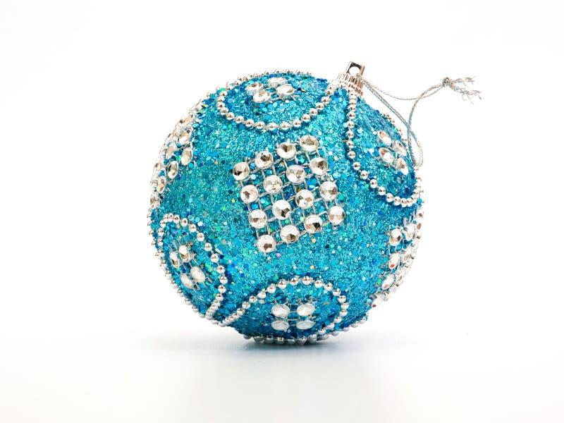 Blauwe en zilveren Kerstmisbal stock fotografie