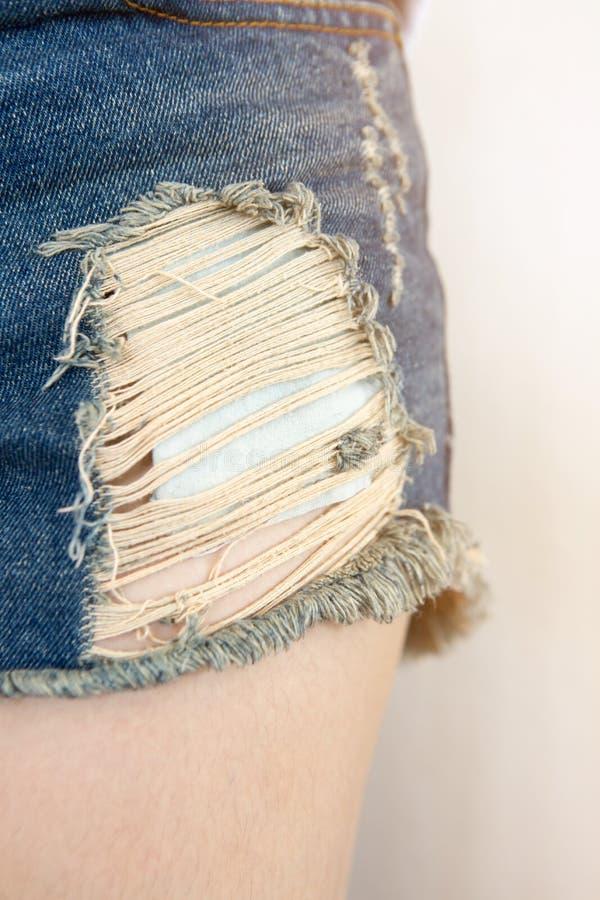 Blauwe gescheurde jeans royalty-vrije stock foto's