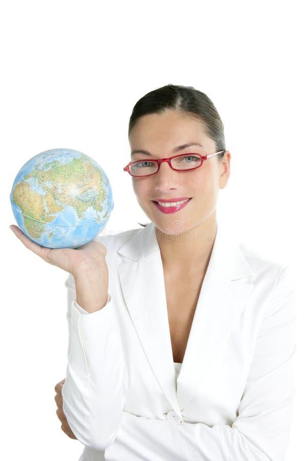 Blauwe globale wereldkaart in onderneemsterhanden stock foto's