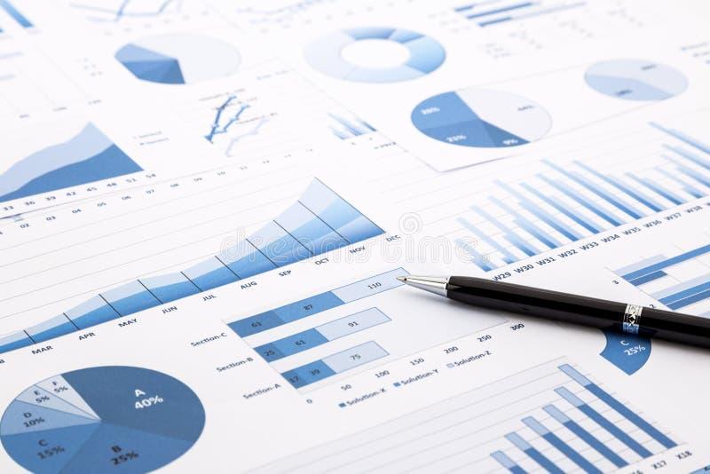 Blauwe grafieken, grafieken, gegevens en rapporten stock afbeeldingen