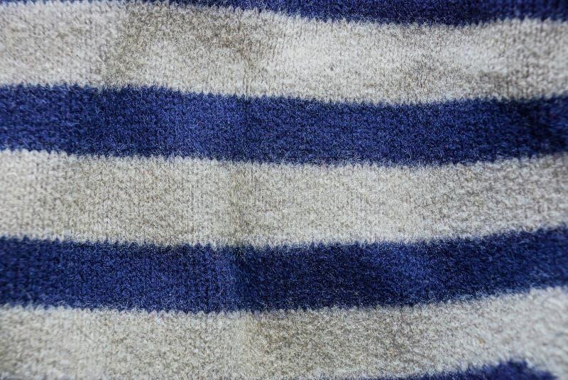 Blauwe grijze gestreepte stoffentextuur van een stuk van wol op kleren royalty-vrije stock fotografie