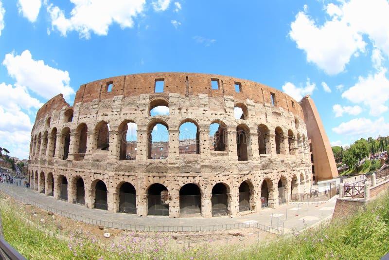 Blauwe Hemel achter Oude Amphitheatre, Rome royalty-vrije stock afbeeldingen