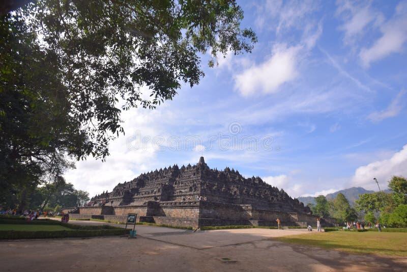 Blauwe hemel bij Borobudur-tempel stock foto