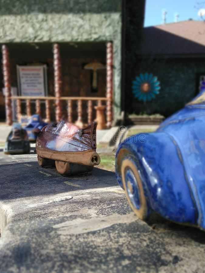 Blauwe hemel en auto stock fotografie