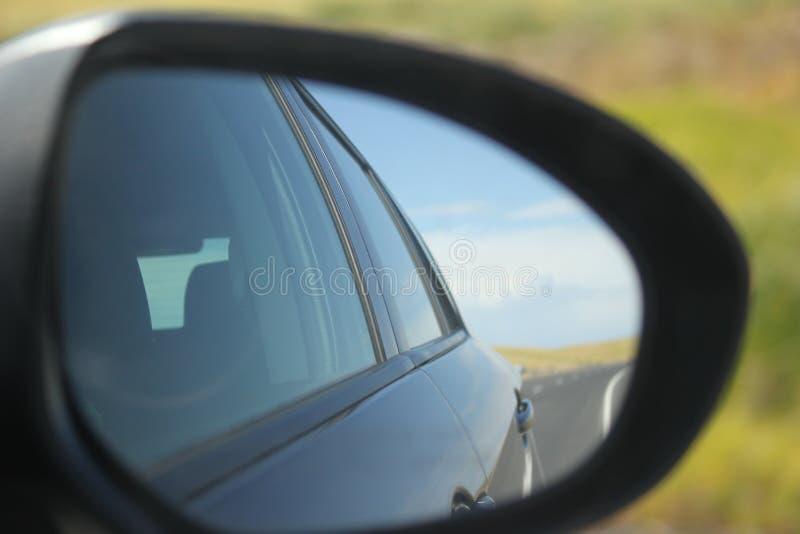 Blauwe hemel en auto royalty-vrije stock fotografie