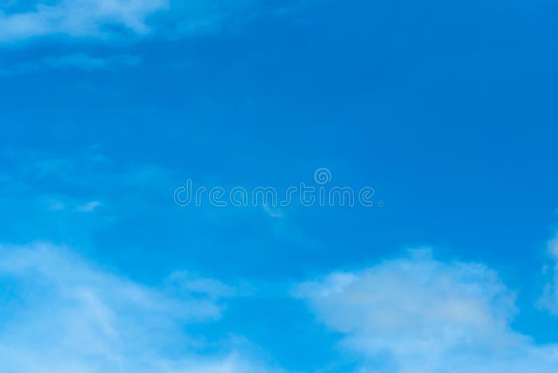 Blauwe hemel en bewolkt royalty-vrije stock afbeelding