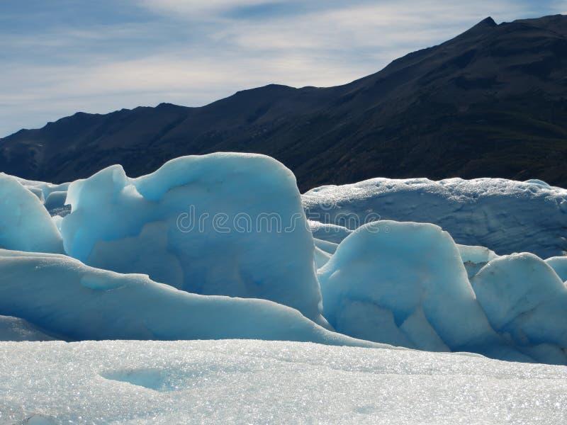 Blauwe hemel en blauw ijs stock foto's