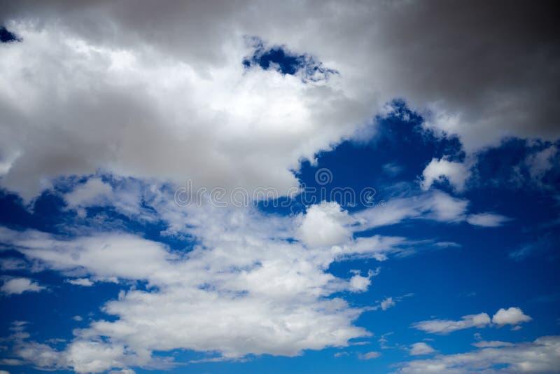 Blauwe hemel en cloudscape achtergrond royalty-vrije stock afbeeldingen
