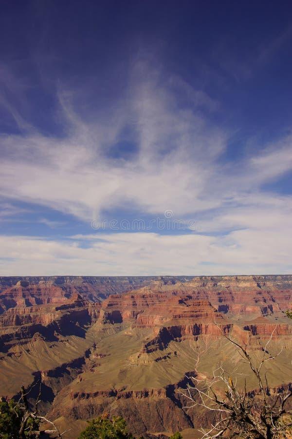 Blauwe hemel en kleurrijke canion royalty-vrije stock afbeeldingen