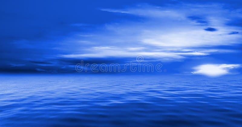 Blauwe hemel en oceaan stock foto's