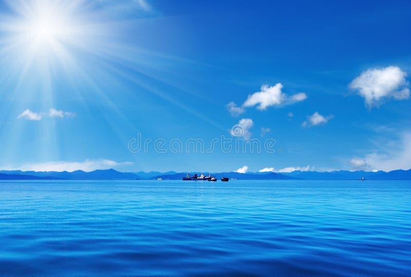 Blauwe hemel en oceaan royalty-vrije stock afbeeldingen