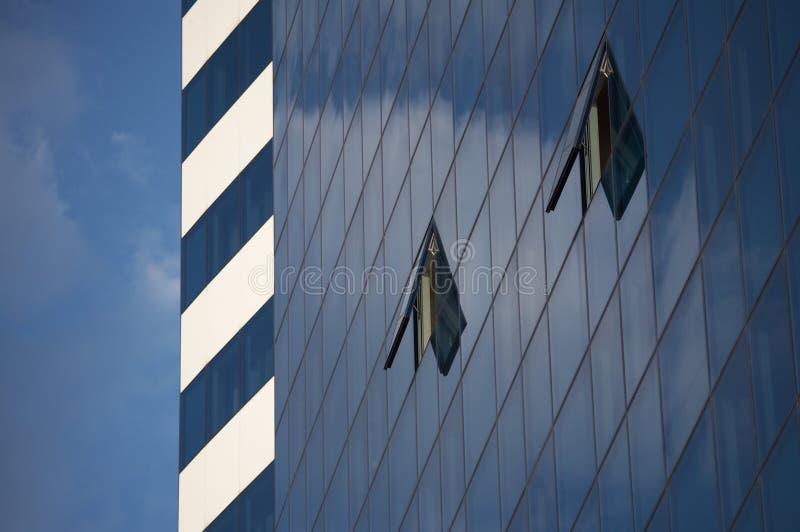 Download Blauwe Hemel En Open Vensters Stock Foto - Afbeelding bestaande uit niemand, flat: 10776638