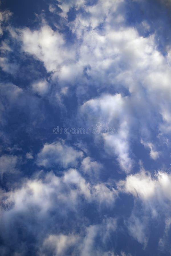 Blauwe hemel en wolken. royalty-vrije stock afbeelding