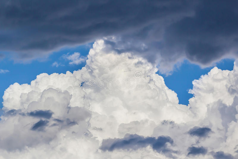 Blauwe hemel en wolken royalty-vrije stock foto's