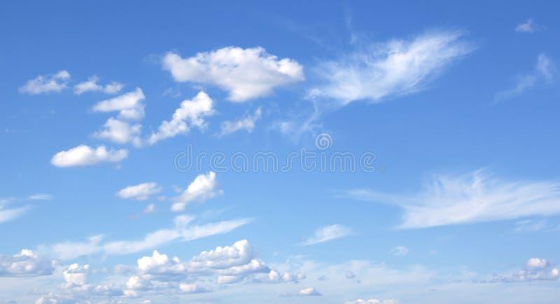 Blauwe hemel en wolkenhemel royalty-vrije stock foto