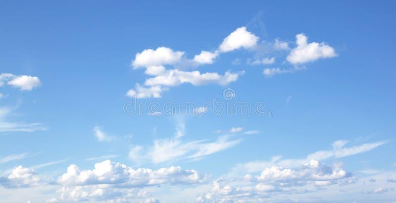 Blauwe hemel en wolkenhemel royalty-vrije stock fotografie