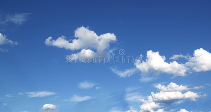 Blauwe hemel en wolkenhemel stock foto's