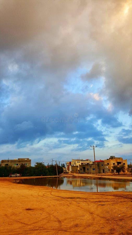 Blauwe hemel met een groot weer stock afbeelding