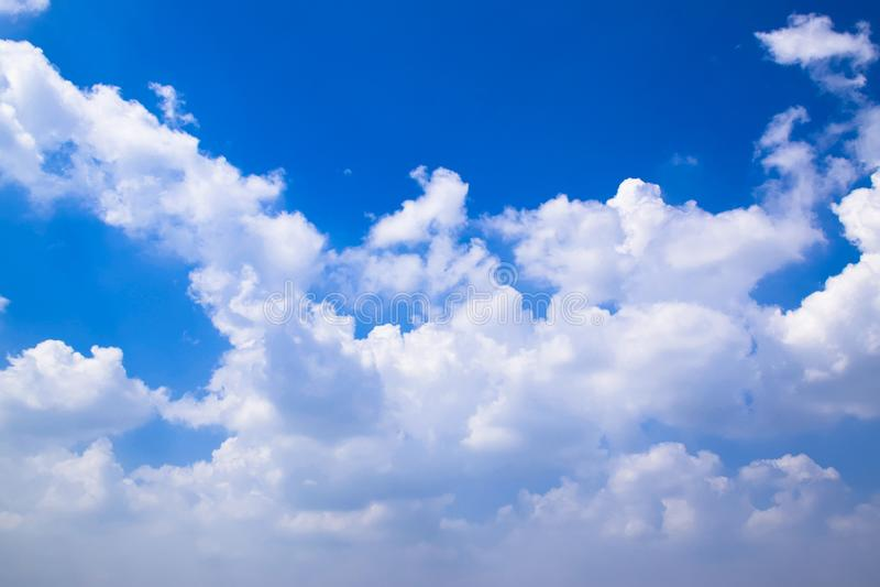 Blauwe hemel met Witte wolken 171026 0111 stock foto
