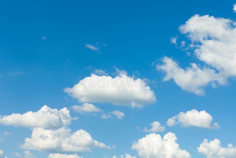 Blauwe Hemel met Wolken royalty-vrije stock foto's