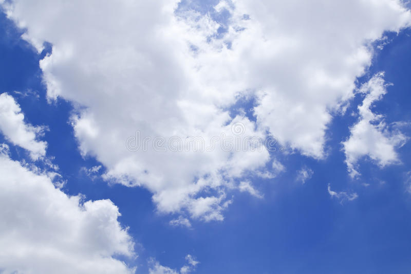 Blauwe hemel met wolken mooi in aard royalty-vrije stock foto