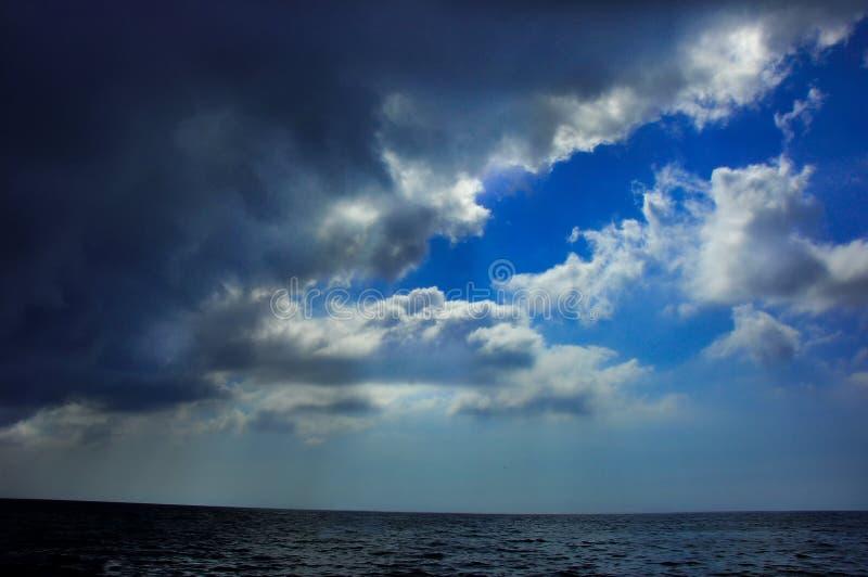 Blauwe hemel in Montenegro royalty-vrije stock foto