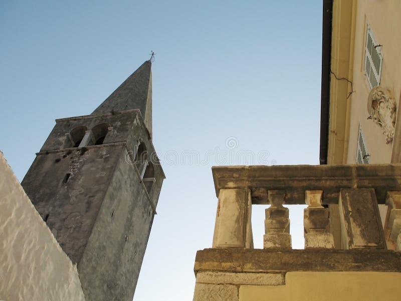 Blauwe hemel over de Euphrasian-Basiliek in Porec, Istria, Kroatië stock foto