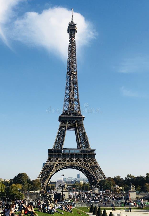 Blauwe hemel in Parijs voor minnaars ðŸ-¤ royalty-vrije stock foto
