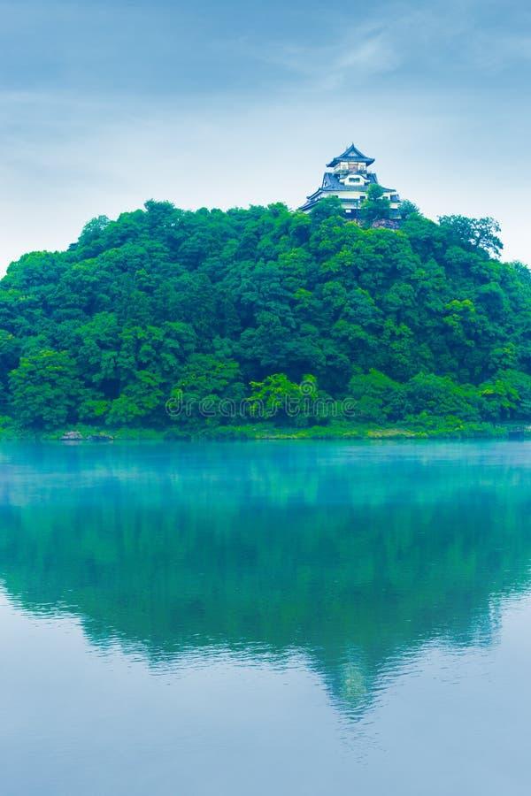 Blauwe Hemel van de Inuyama de Kasteel Weerspiegelde Rivier Dag V royalty-vrije stock foto's