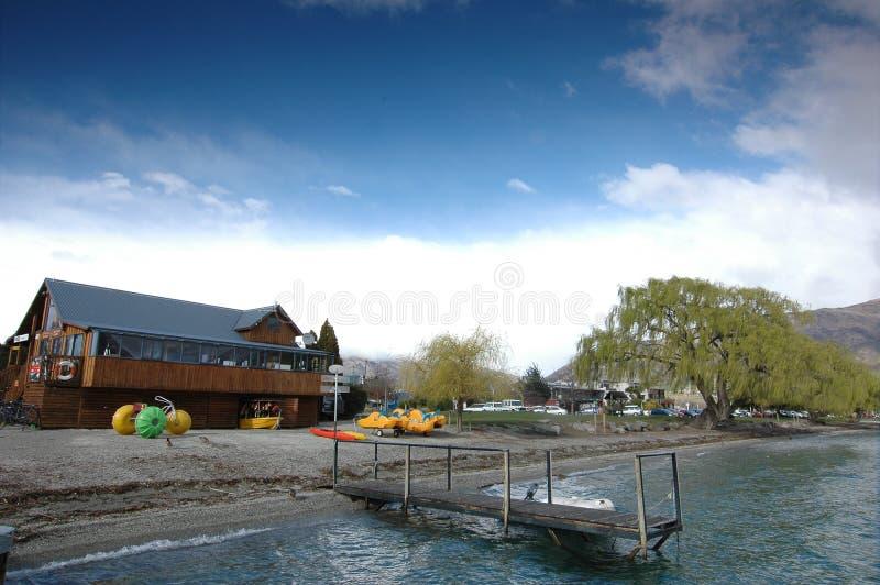 Blauwe hemel in Wanaka, Nieuwe Zealdn. royalty-vrije stock afbeeldingen
